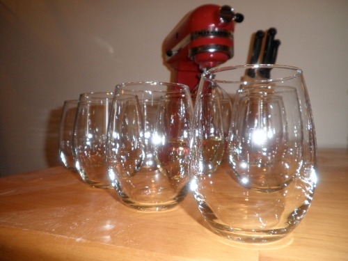 Stemless_wine_glasses