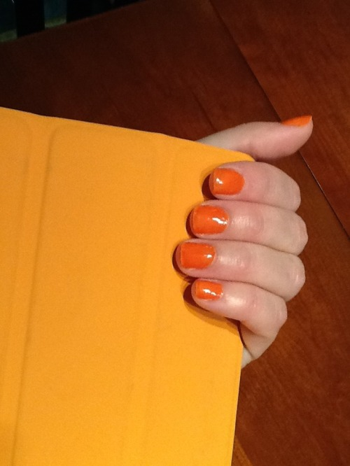 Orange_manicure