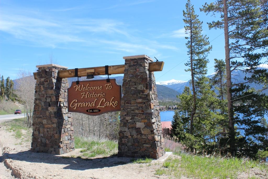 Grand Lake Town Sign